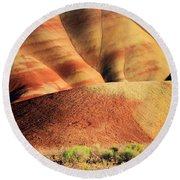 Painted Hills And Grassland Round Beach Towel