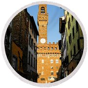 Palazzo Vecchio In Florence Italy Round Beach Towel