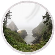 Parrot Rock In The Fog Round Beach Towel