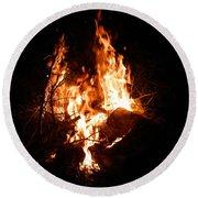 Phoenix Se Levant Des Flammes Round Beach Towel