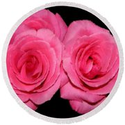 Pink Roses With Brush Stroke Effects Round Beach Towel