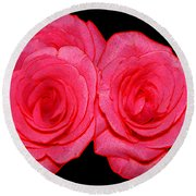 Pink Roses With Colored Edges Effects Round Beach Towel