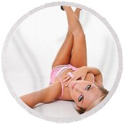 Pinup Girl's Legs Round Beach Towel
