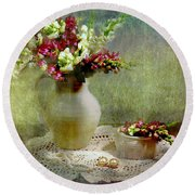 Pitcher Of Snapdragons Round Beach Towel by Diana Angstadt
