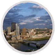 Pittsburgh Skyline At Dusk Round Beach Towel
