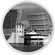 Platt Street Bridge Up Round Beach Towel