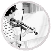 Playing Violin Round Beach Towel