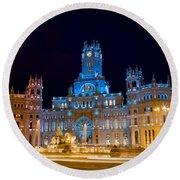 Plaza De Cibeles At Night In Madrid Round Beach Towel