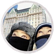 Plaza Peering Round Beach Towel
