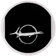 Plymouth Barracuda Emblem -0054bw Round Beach Towel