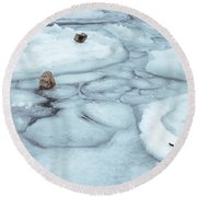 Points Of Winter Freeze Round Beach Towel