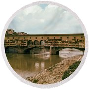Pont De Vecchio On The Arno Round Beach Towel