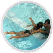 Pool Couple 9717b Round Beach Towel
