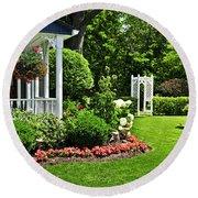 Porch And Garden Round Beach Towel