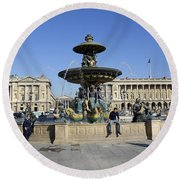 Public Fountain At The Place De La Concorde Round Beach Towel