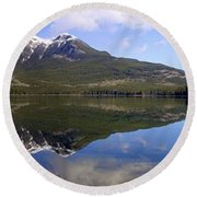 Pyramid Lake Mountain Reflections - Jasper, Alberta Round Beach Towel