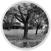 Rain And Leaf Ave In Black And White Round Beach Towel