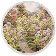 Raundscliffe - Everywhere Are Roses Round Beach Towel