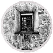 Rear Window Bw Santa Barbara Round Beach Towel