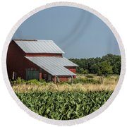 Red Amish Barn And Corn Fields Round Beach Towel