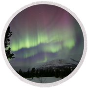 Red And Green Aurora Borealis Round Beach Towel