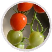 Red And Green Tomatoes Round Beach Towel