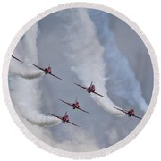 Red Arrows Roll Left Round Beach Towel