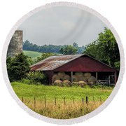 Red Barn And Bales Of Hay Round Beach Towel