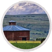 Red Barn And Barbed Wire Round Beach Towel