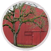 Red Barn And Green Tree In Dundee Hills Oregon Wine Country Round Beach Towel