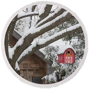 Red Barn Birdhouse On Tree In Winter Round Beach Towel