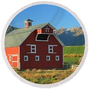 Dn5939-red Barn In The Wallowas Round Beach Towel