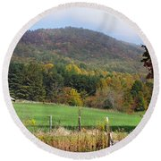 Red Barns And Mountains Round Beach Towel