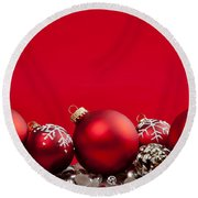Red Christmas Baubles And Decorations Round Beach Towel