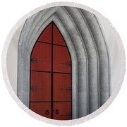 Red Door At Our Lady Of The Atonement Round Beach Towel
