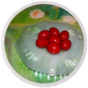 Red Eggs And Daisies Round Beach Towel