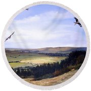 Red Kites At Coombe Hill Round Beach Towel
