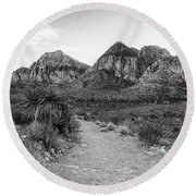 Red Rock Canyon Trailhead Black And White Round Beach Towel