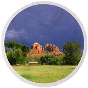 Red Rock Crossing Park Round Beach Towel