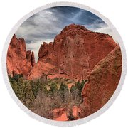 Red Rocks At Garden Of The Gods Round Beach Towel