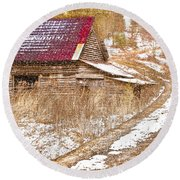 Red Roof In The Snow  Round Beach Towel