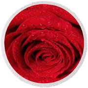Red Rose And Water Drops Round Beach Towel