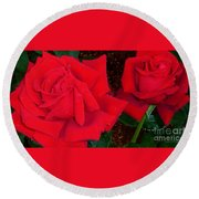 Red Rose Twins  Round Beach Towel