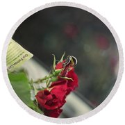 Red Roses And Visitor Round Beach Towel