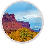 Red Sandstone Formations Going Into Needles District Of Canyonlands National Park-utah Round Beach Towel