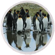 Reflecting King Penguins Round Beach Towel