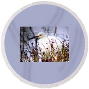 Reflection Of A Snowy Egret Round Beach Towel