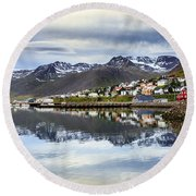 Reflections Of Iceland Round Beach Towel