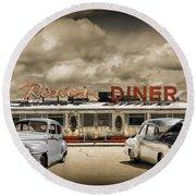 Retro Photo Of Historic Rosie's Diner With Vintage Automobiles Round Beach Towel