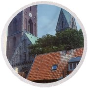Ribe Catedral  Round Beach Towel